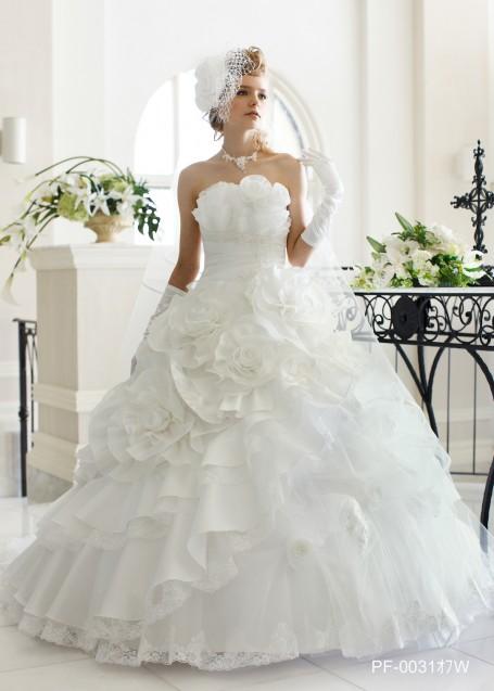 お花のモチーフをふんだんに使用したふんわりプリンセスドレス